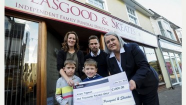 03/10/16 Cheque presentation to family fundraising for boy's physio 03/10/16   Peasgood  Skeates Haverhill  Cheque Presentaion to the Thomas Family    Nicki Hickford Right presents cheque to Vicky and Gareth Thomas and Sons Owen Left and Aiden  Picture: Richard Patterson
